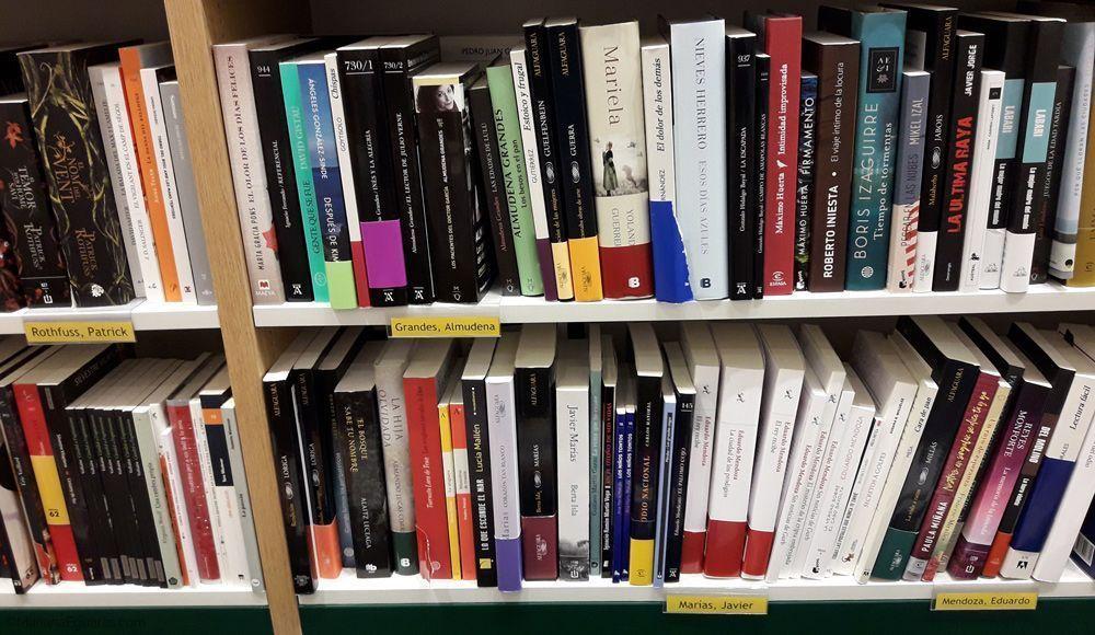 Libros con fajas en Casa de libro